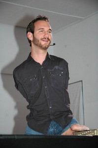 Nick_Vujicic_speaking_in_a_church_in_Ehringshausen_Germany_-_20110401-02-199x300